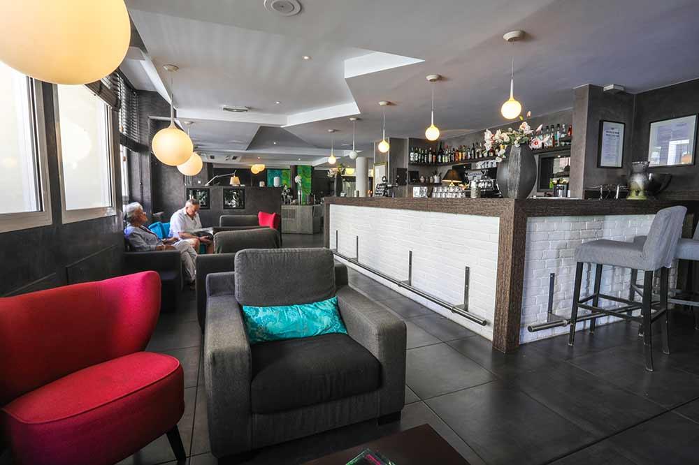 salle et bar restaurant aix les bains l 39 estrade. Black Bedroom Furniture Sets. Home Design Ideas